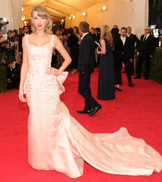 Taylor Swift in Oscar de la Renta - Met Gala 2014