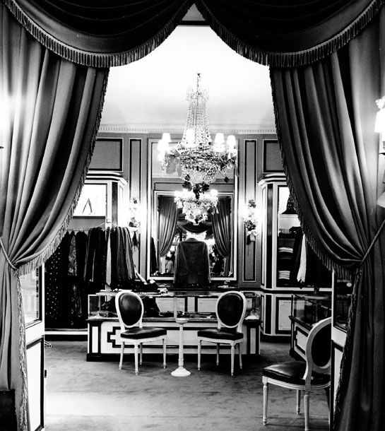 The Dior boutique on the corner of Avenue Montaigne and rue François 1er, designed by Victor Grandpierre, 1955