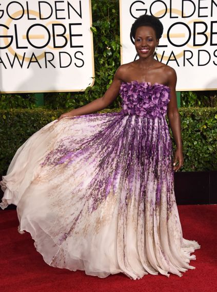 Lupita Nyong'o - Rocks the color combo, not too fond of the floral top (reminds me of a pillow I just pinterested a few mins ago) but yeah, I can rock this at a cute house party, totally!