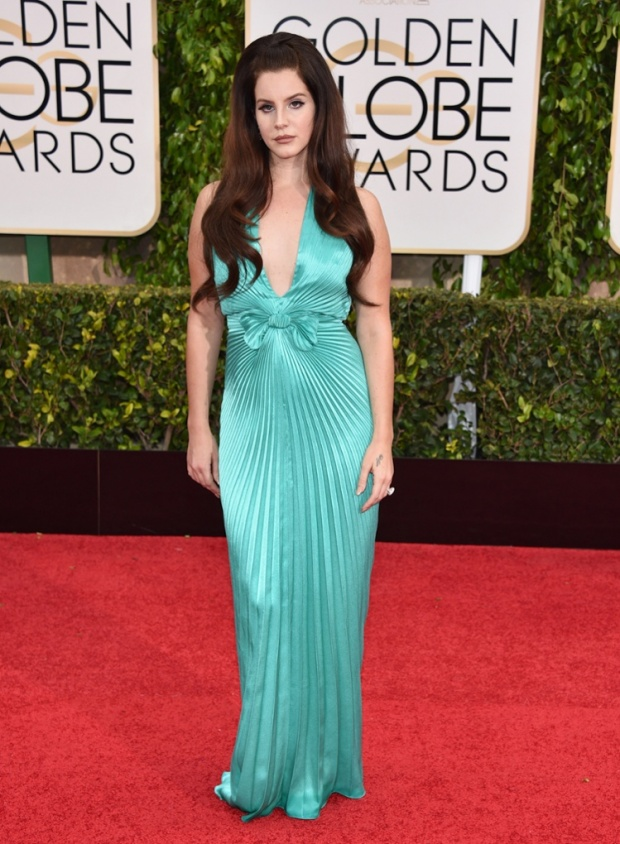 Lana Del Rey - ohmygod She looks like a sad drunk housewife from the 1950s episode of Real Housewives of Beverly Hills